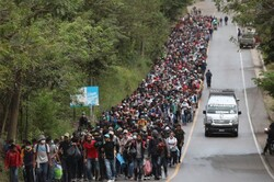 VIDEO: Migrants march towards US border