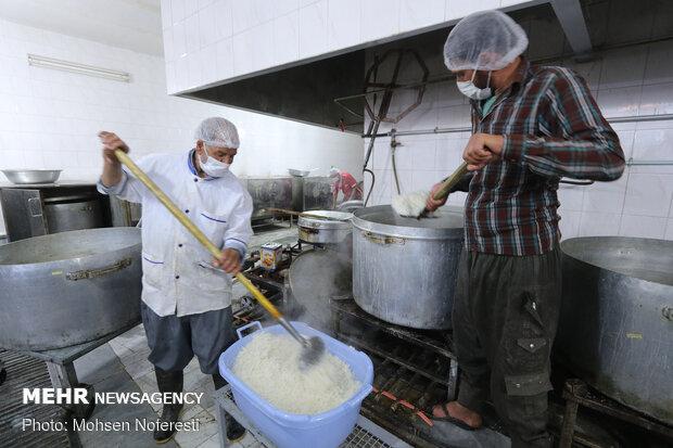 طبخ 5 هزار پرس غذا و توزیع بین نیازمندان خراسان جنوبی