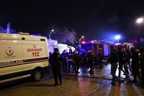 Gaziantep'te metruk bina çöktü: 4 yaralı