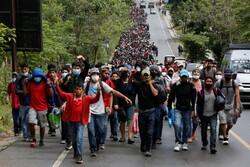 Binlerce göçmen ABD'ye gitmek için yola çıktı
