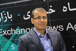 تجمع سهامداران مقابل بورس تهران/ مدیرعامل بورس به میان مردم آمد