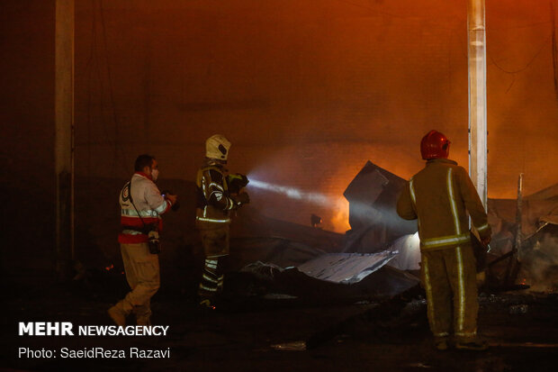 Fire in Shoosh St. extinguished by Tehran firefighters