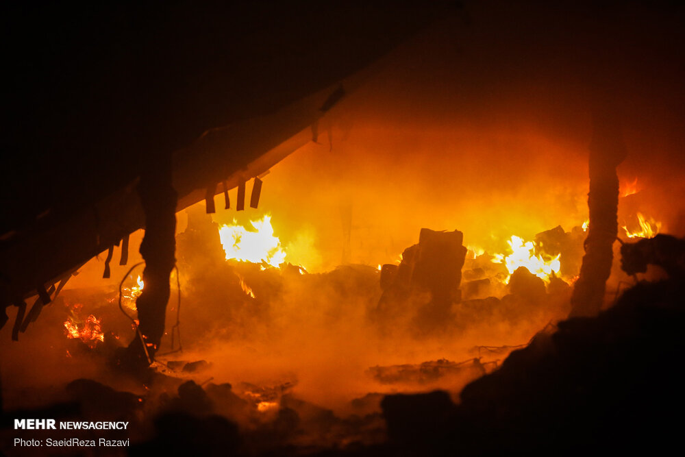 ]Fire in Shoosh St. extinguished by Tehran firefighters