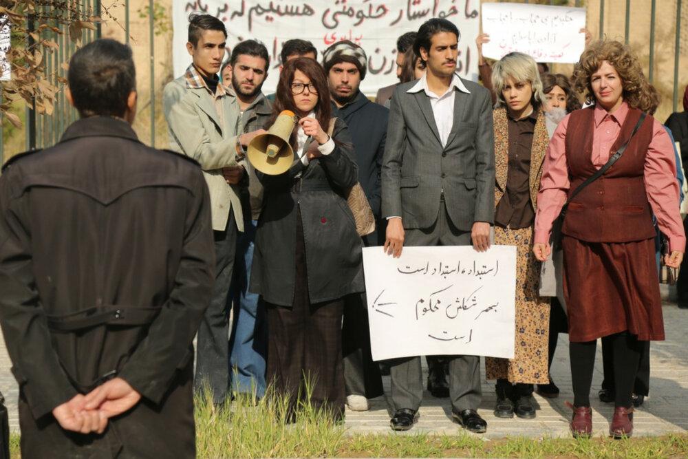 اجرای شهاب حسینی در «هم رفیق»، حاشیه سوال از لباس یک مهمان کرد، تولید سریال جدید سیروس مقدم با وجود ۲ پروژه ناتمام و جنجال کلاه گیس برای رسانه ها مهمترین اخبار این هفته بود.