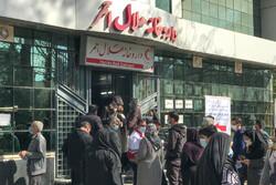 تجمع مردم برای تهیه داروی بیماری های خاص در شیراز