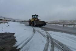 عملیات پیشگیرانه در جادههای برفگیر استان سمنان اجرا شد