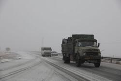 برف و کولاک ۳ محور ارتباطی استان سمنان را مسدود کرد