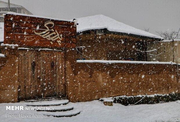Mazenderan eyaletinde doyumsuz kar manzarası
