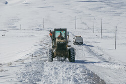 Unblocking snowy roads in East Azarbaijan province