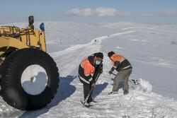 بارش شدید برف در محورهای اصلی/ تردد با زنجیر چرخ میسر است