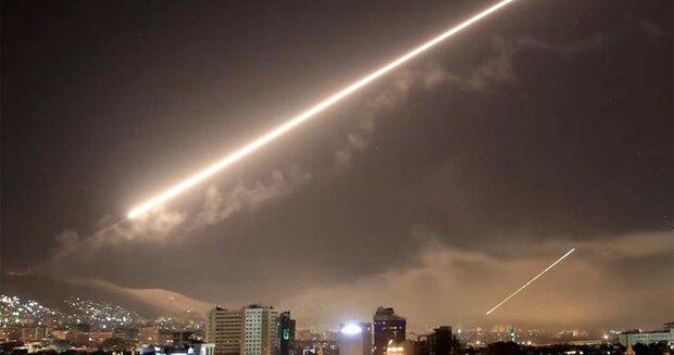 پاسخ پدافند هوایی سوریه به تجاوز اسرائیل در استان حماه