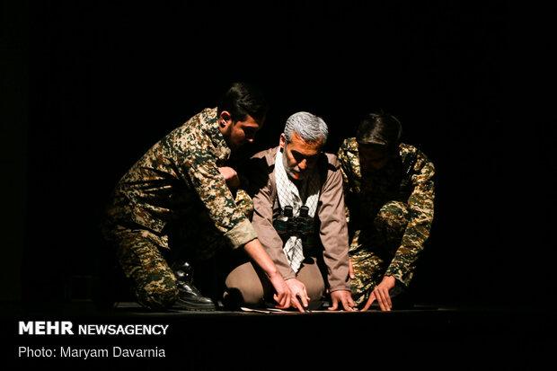 Şehit General Süleymani için tiyatro oyunu
