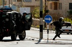 اعتداءات واعتقالات بالضفة.. واستشهاد عامل على حاجز للاحتلال