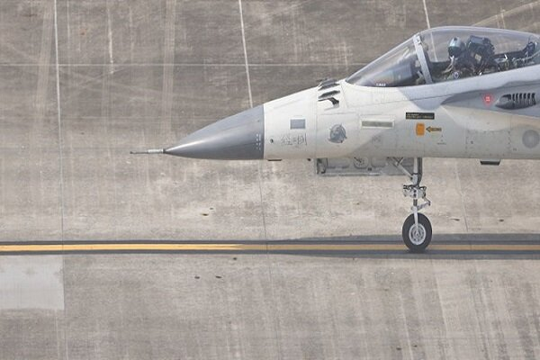 Taiwan air force flexes muscles after Chinese overflight
