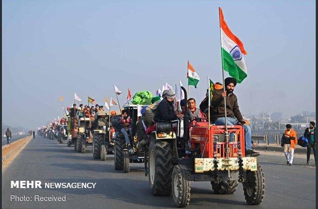 Hindistan'daki çiftçiler protesto kamplarına geri döndü