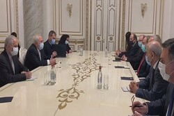 Zarif stresses respecting intl. law, minorities rights
