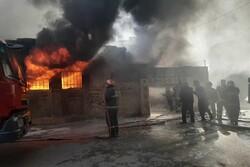 مهار آتشسوزی گسترده کارگاه رنگ آمیزی کتیبه در کرمانشاه