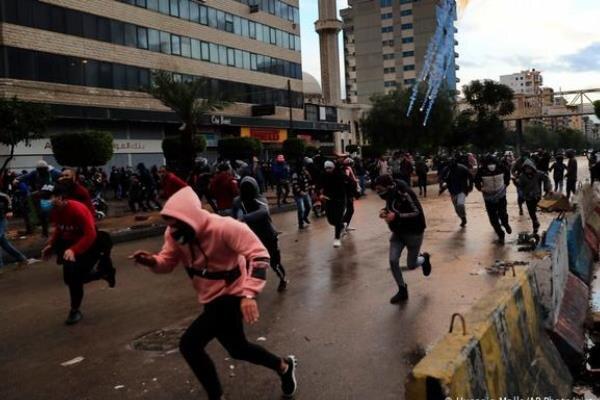 تشدید درگیریها میان معترضان و نیروهای امنیتی در طرابلس لبنان