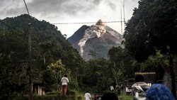 """۵۲ انفجار ظرف ۲۴ ساعت در آتشفشان """"مراپی"""" در اندونزی"""