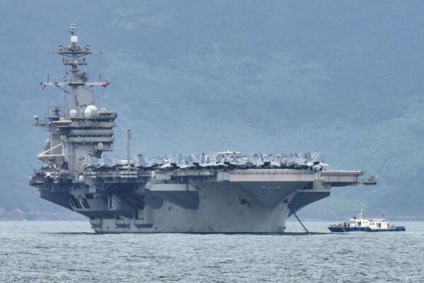 ABD savaş gemisi Güney Çin Denizi karasularına girdi