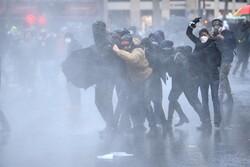 حمله پلیس فرانسه به تظاهراتکنندگان در پاریس