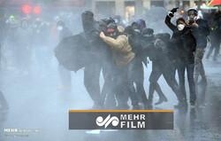 Paris'te 'güvenlik yasası' kararı protesto edildi