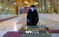 حضور رهبر انقلاب در مزار شهید بهشتی، رجائی و باهنر