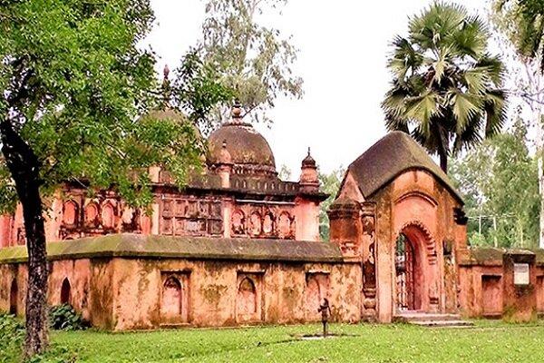 مسجدی در بنگلادش که سه گنبد دارد