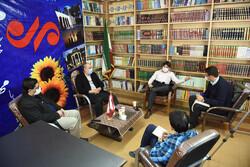 نشست بررسی شعر انقلاب اسلامی در دفتر خبرگزاری مهر استان فارس