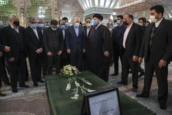 ایرانی پارلیمنٹ کے نمائندوں کا حضرت امام خمینی (رہ) کے مزار پر حضور