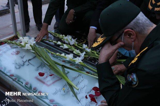 İran Genelkurmay Başkanı Şehit General Süleymani mezarı başında bulundu