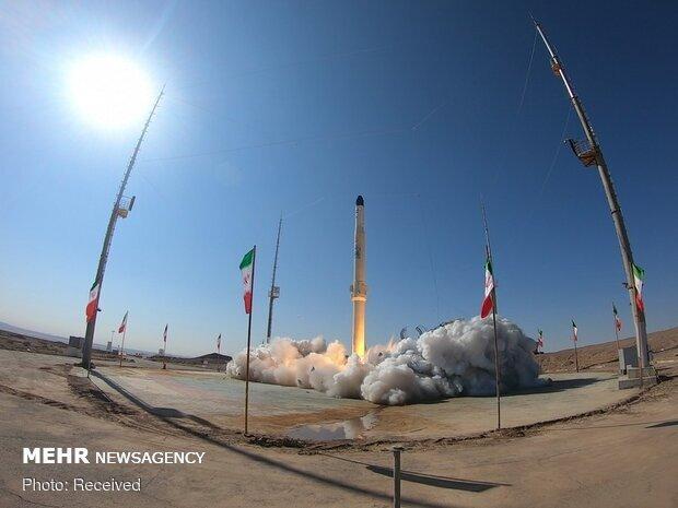 """اطلاق بحثي للصاروخ حامل الأقمار الصناعية """"ذو الجناح"""""""