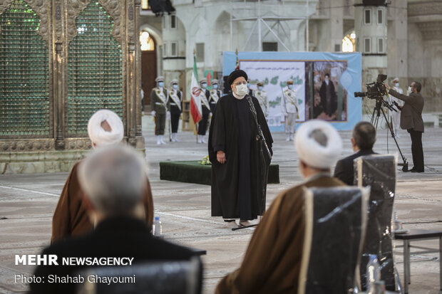 Judiciary head, officials renew allegiance with ideals of Imam Khomeini