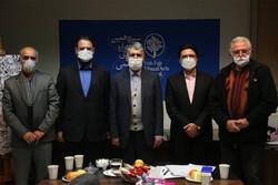 بازدید وزیر از موزه هنرهای معاصر تهران و دبیرخانه تجسمی فجر