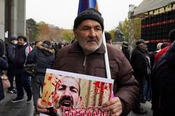 Ermenistan'da binlerce kişi Başbakan Paşinyan'ın istifasını istedi