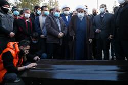 پیکر انصاریان به خاک سپرده شد/ اقامه نماز به امامت «شیخ حسین»