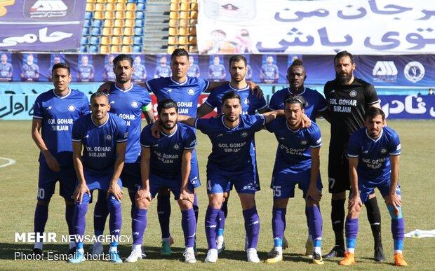 دیدار تیم های فوتبال گل گهر سیرجان و نفت مسجد سلیمان