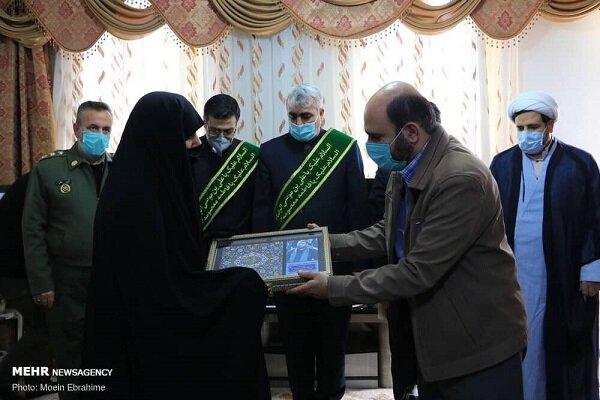 تجلیل از ۴۲ خانواده شهید و ایثارگر کرمانشاهی در دهه فجر انقلاب