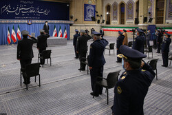 رہبر معظم انقلاب اسلامی سے ایرانی فضائیہ کے سربراہ اور بعض کمانڈروں کی ملاقات