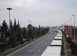 تداوم ترافیک کامیونها در آستارا/ کندی ترخیص کالا و نبود تیر پارک مشکل اصلی است