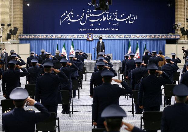 رہبر معظم انقلاب اسلامی سے ایرانی فضائیہ کےکمانڈروں کی ملاقات