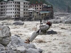 بھارت میں گلیشیئر پگھلنے سے دریا میں طغیانی آگئی / درجنوں افرادلاپتہ