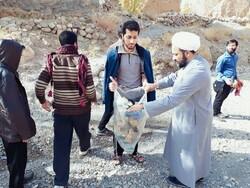 طلاب جهادی محیطزیست «ابرجس» را پاکسازی میکنند