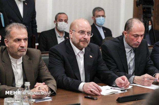 قاليباف: نواجه تحديين هما كورونا والحظر على إيران وروسيا