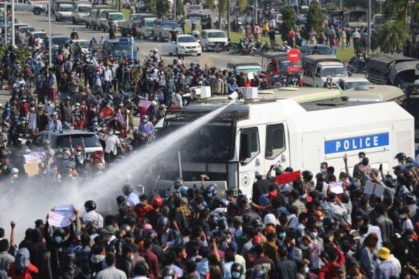 کودتاگران امروز ۳۸ نفر را در میانمار به قتل رساندند/ استفاده از مسلسل علیه معترضان