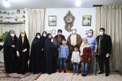 دیدار حجت الاسلام قمی با خانواده شهدا و جانبازان تیپ فاطمیون