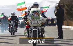 Tahranlı motorculardan 11 Şubat coşkusu