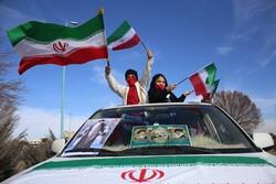 راهپیمایی خودرویی پرشور یزدیها/اجتماع در میدان حماسههای یزد