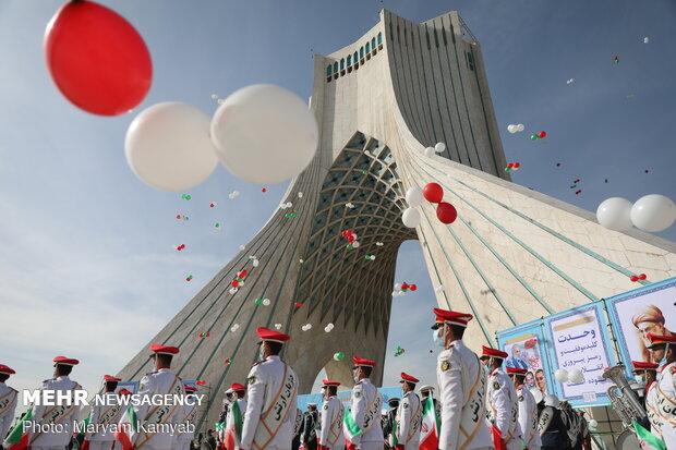 مسيرات الذكرى ال42 على انتصار الثورة الإسلامية في طهران /صور