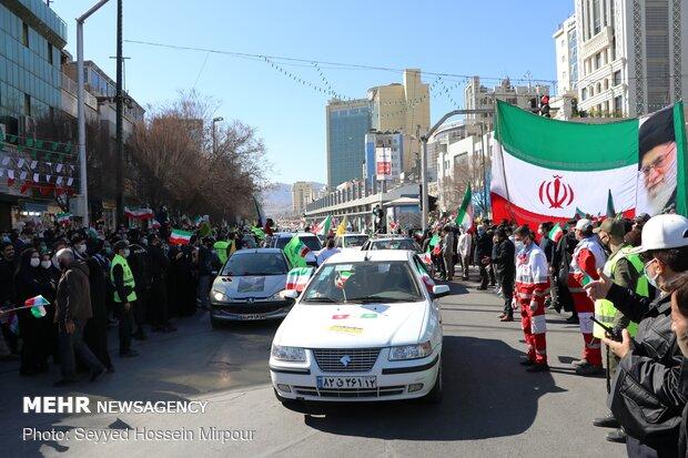 Meşhed kentinde İslam Devrimi Zaferi için konvoylu kutlama